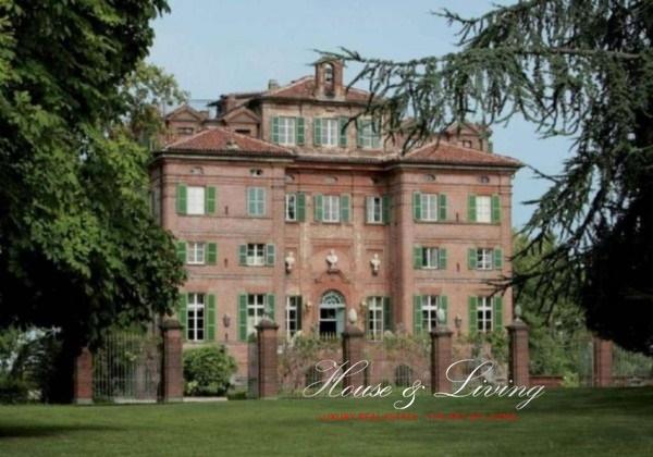 Palazzo / Stabile in vendita a Castagneto Po, 20 locali, Trattative riservate | PortaleAgenzieImmobiliari.it